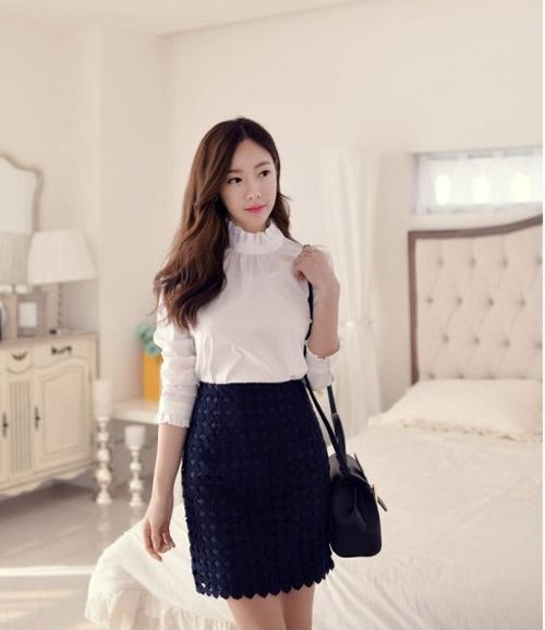 áo sơ mi trắng với chân váy đen