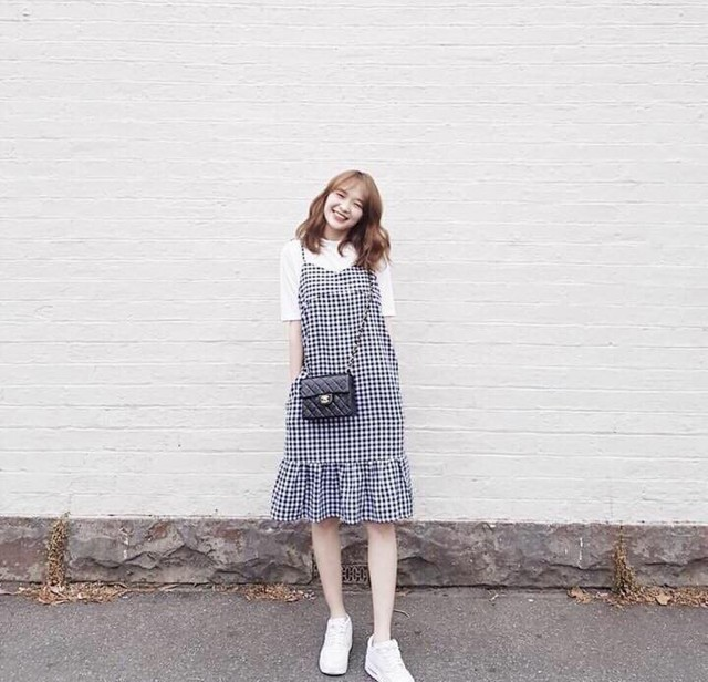 mix áo thun cùng váy yếm đẹp
