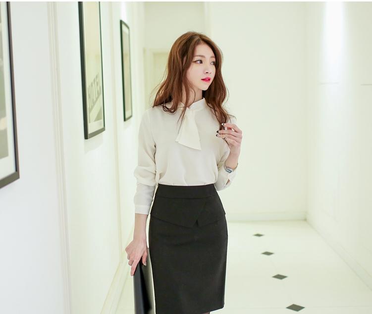 chân váy kết hợp với áo sơ mi trắng