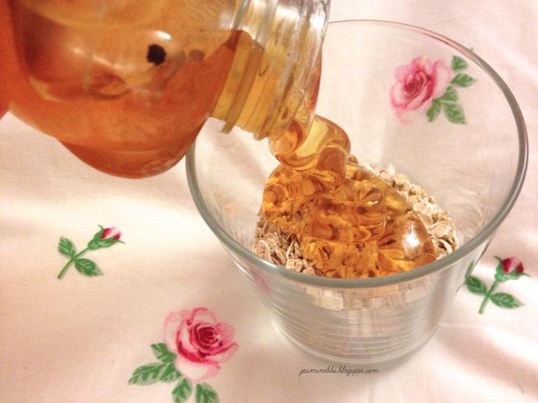 Mặt nạ bột yến mạch mật ong