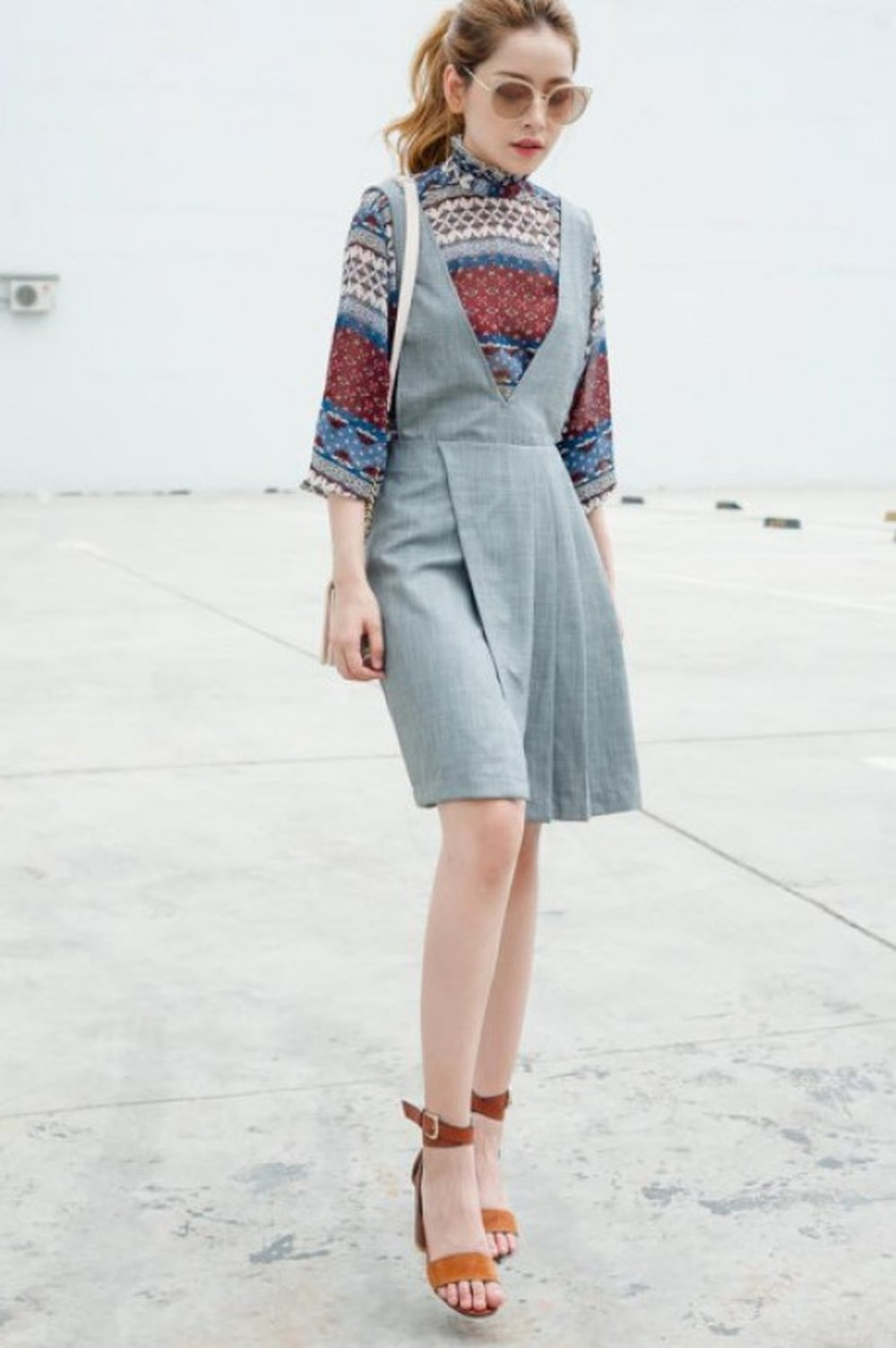 Mix váy yếm như thế nào đang là câu hỏi của nhiều chị em