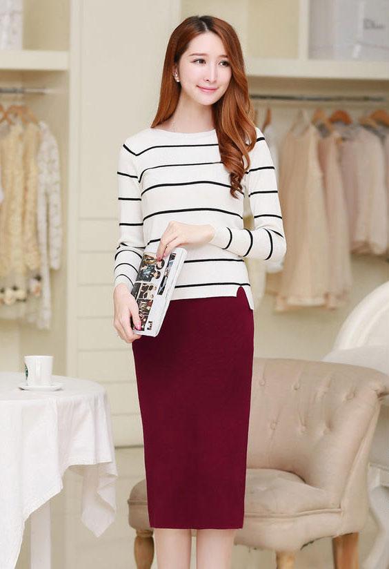 Áo thun mix cùng chân váy len dịu dàng, nữ tính
