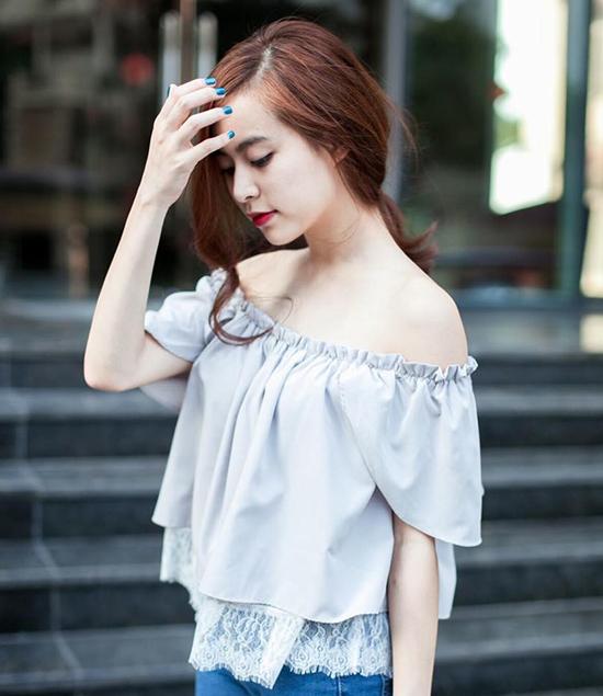 Nếu chưa thử áo trễ vai thì bạn nên sắm ngay cho mình mẫu áo cực cuốn hút này nhé!
