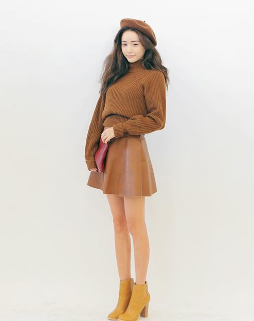 Mix chân váy nâu cùng áo nâu tone-sur-tone