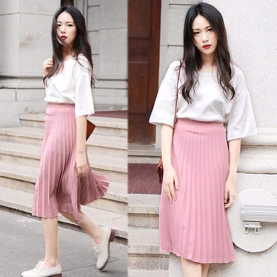 Chân váy hồng kết hợp với áo màu gì