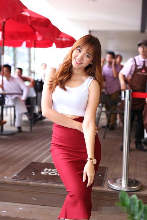 Chân váy màu đỏ