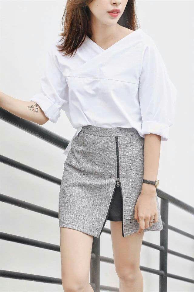 Chân váy xám mix áo sơ mi trắng thanh lịch