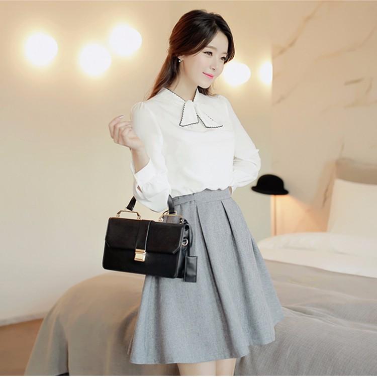 Áo trắng mix cùng chân váy xám đang ngày càng được ưa chuộng