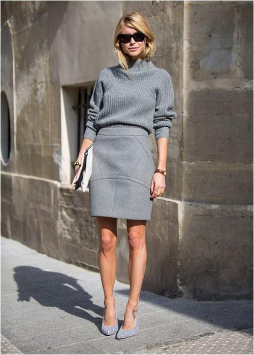 Áo xám mix cùng chân váy xám cá tính, năng động