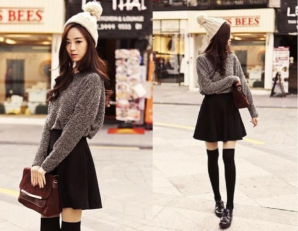 Mix áo len và chân váy xòe đen