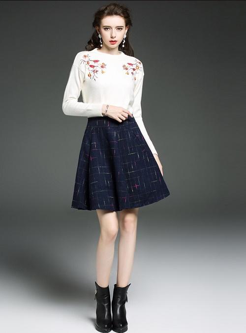 Chân váy xòe kết hợp với áo len