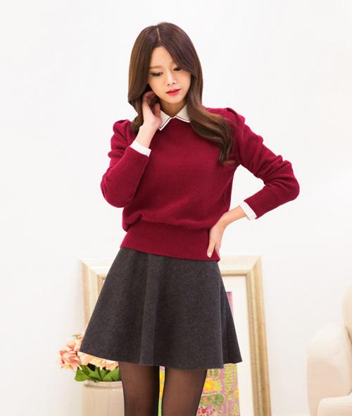 Chân váy xám có vẻ khá ăn nhập với màu đỏ đúng không nhỉ?
