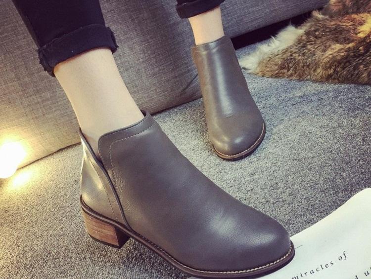 Diện giày màu xám hợp với quần màu gì thì chuẩn đẹp, sang cho phái đẹp?