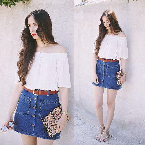 Màu trắng của áo trễ vai mix cùng chân váy jean vừa quyến rũ lại trẻ trung, cá tính