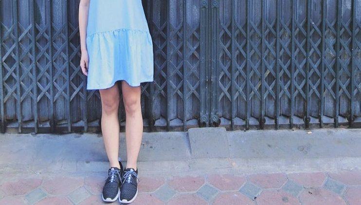 Gợi ý cách kết hợp giày thể thao với váy trẻ trung, thu hút