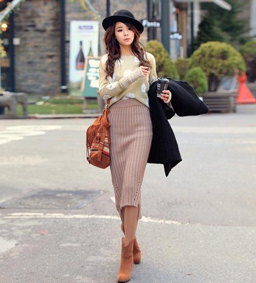 Chân váy len ôm mặc với áo gì
