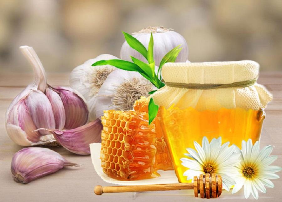 Trị nám tàn nhang bằng tỏi và mật ong